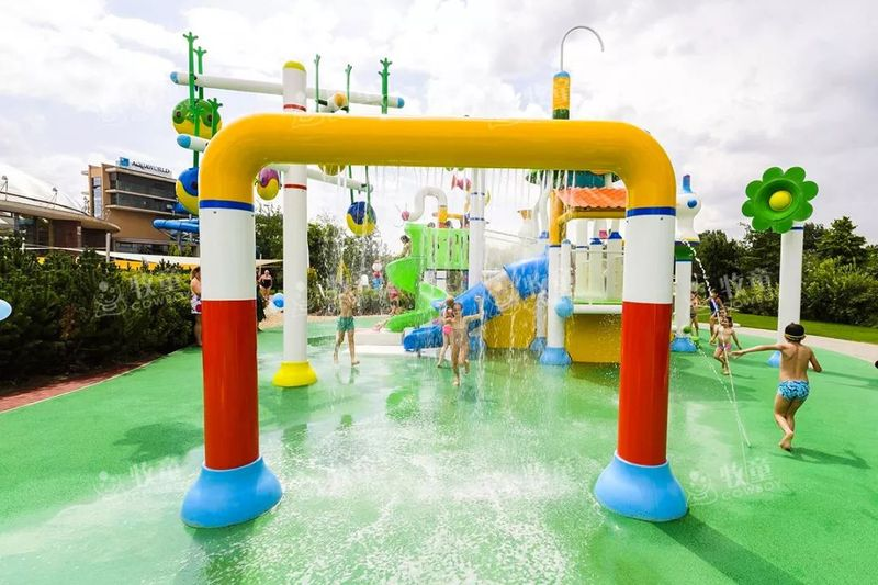 hotels with water parks (9).jpg